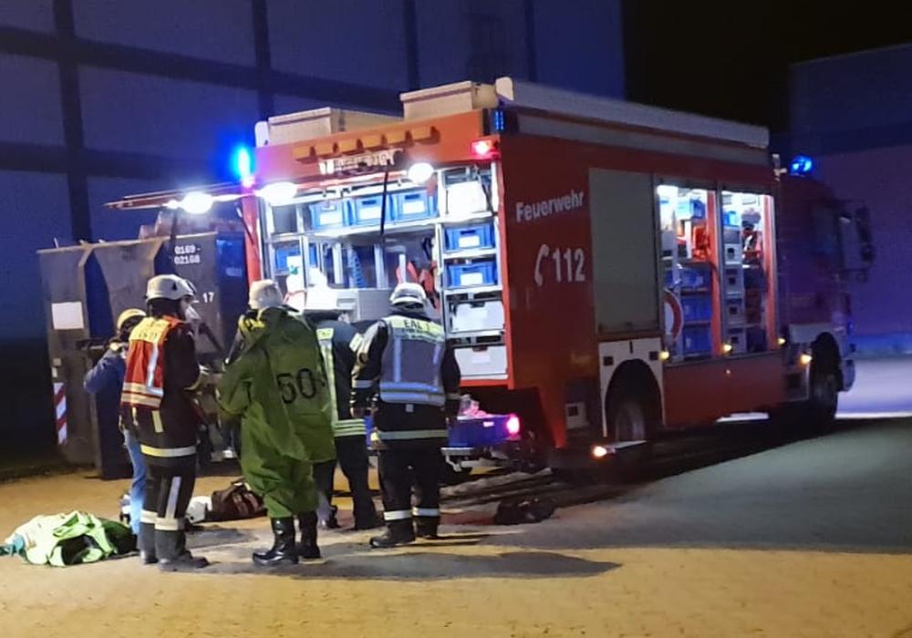 Ausgelöste Brandmeldeanlage wird zum Gefahrstoff-Einsatz – Wolfenbütteler Feuerwehren eilten nach Linden. Fotos: Feuerwehr Wolfenbüttel
