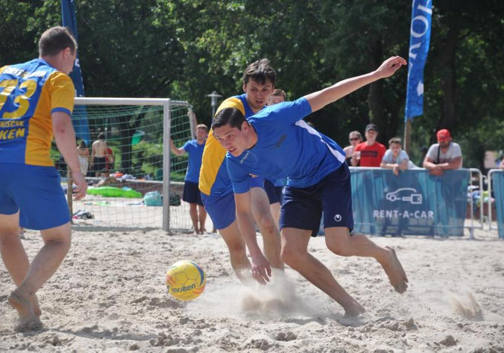 Am 23. und 24. Juni steigt der 18. Beach-Soccer-Cup am Tankumsee. Foto: Frank Krüger