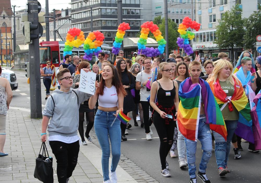 Die CSD-Parade im Jahr 2017. Archivfoto: Alexander Dontscheff