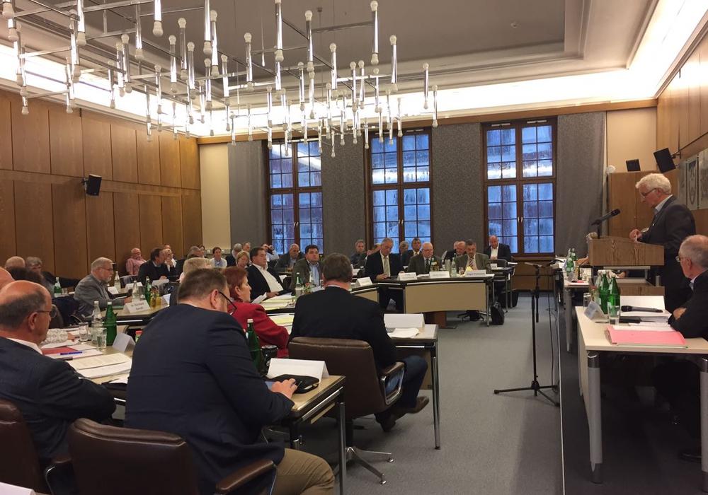 Sind die Kreistagssitzungen in Wolfenbüttel zu langweilig für Zuschauer? Die SPD-Fraktion geht davon aus.