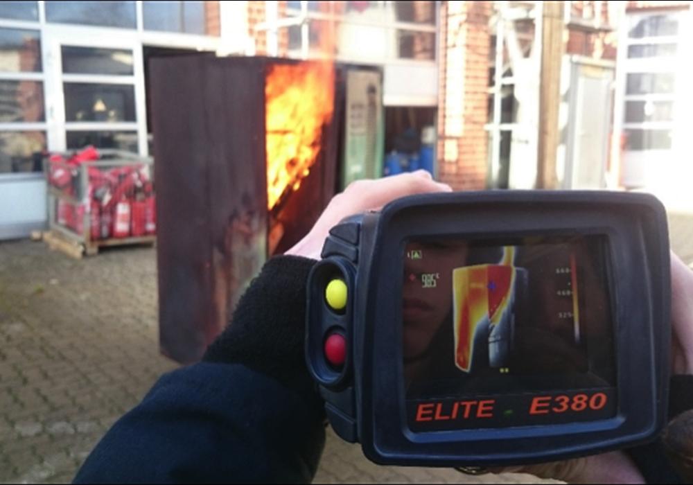 Eine Wärmebildkamera stellt die Temperaturunterschiede von Gegenständen und Personen dar. Fotos: Privat