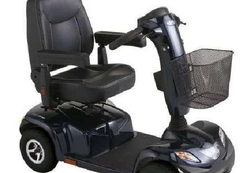 So sieht der verschwundene E-Scooter aus. Das Vergleichsfoto aus einem Katalog wurde von der Polizei zur Verfügung gestellt.