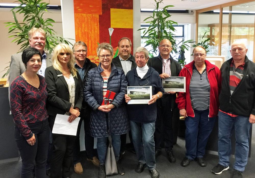 Die glücklichen Gewinner des Quiz. Foto: Ralf Mühlisch