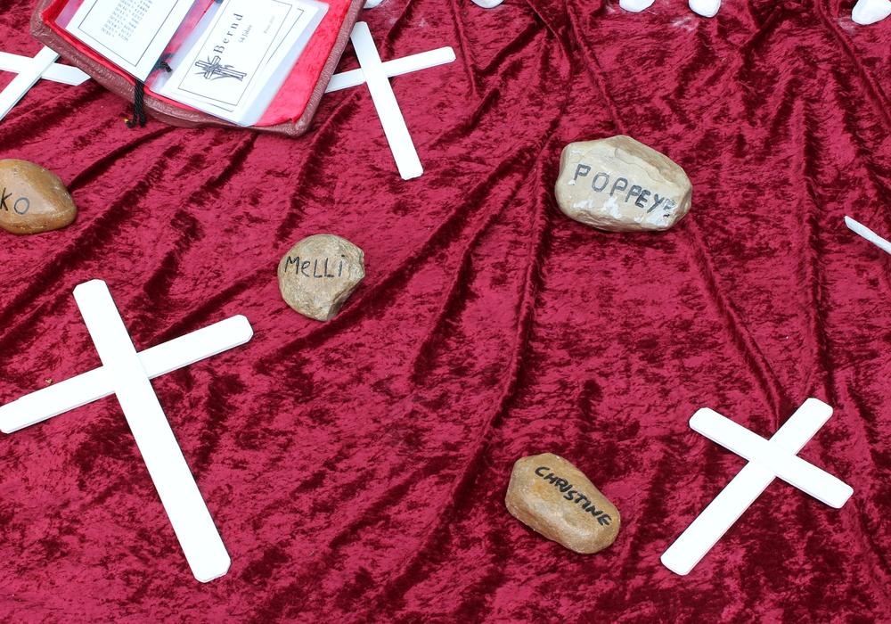 Jeder Stein steht für ein Drogenopfer. Fotos: Frederick Becker