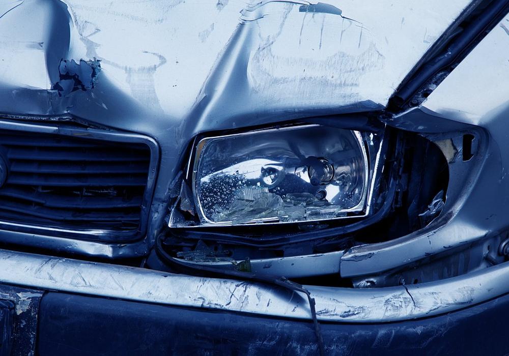 Das Fahrzeug war nach dem Zusammenstoß nicht mehr fahrbereit. Symbolbild: Pixabay