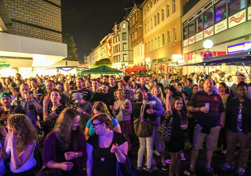 Die Magnifest-Gäste müssen in diesem Jahr ohne Glasfalschen auskommen. Foto: Archiv