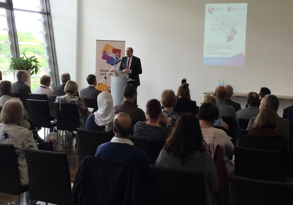 Matthias Wunderling-Weilbier, Amt für regionale Landesentwicklung Braunschweig, begrüßte die zahlreich erschienen Teilnehmer. Foto: Nino Milizia