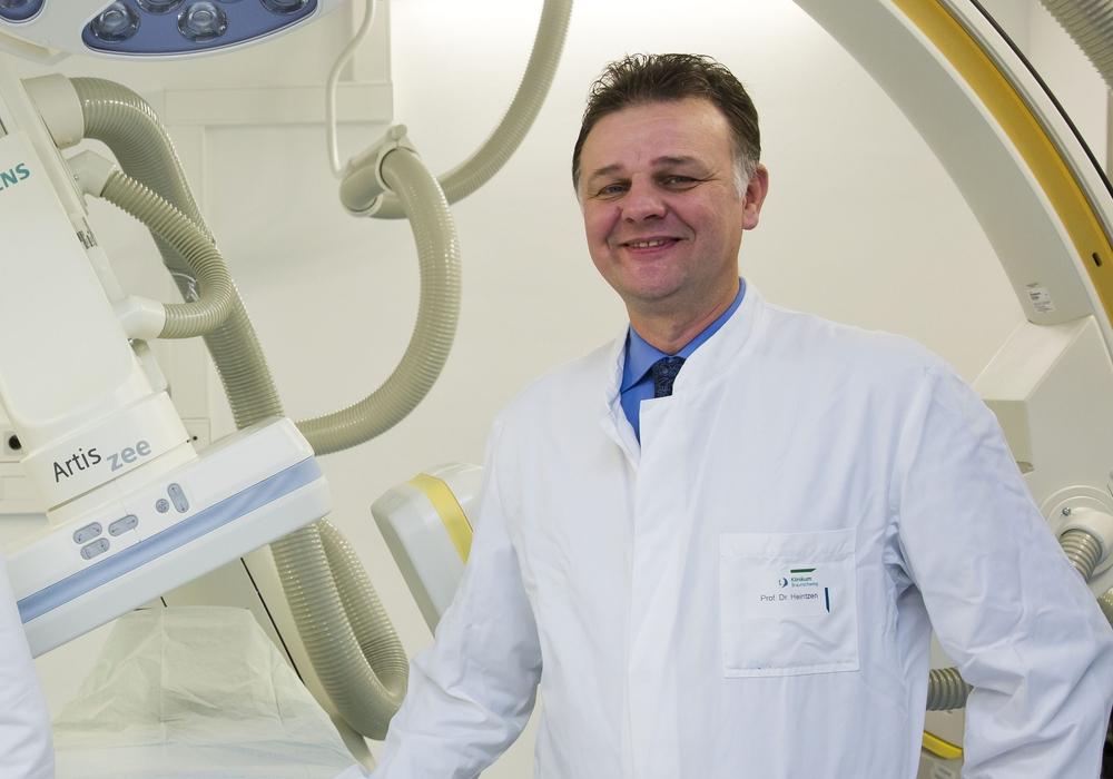 Professor Antz (links) mit Chefarzt Professor Matthias P. Heintzen. Foto : Jörg Scheibe