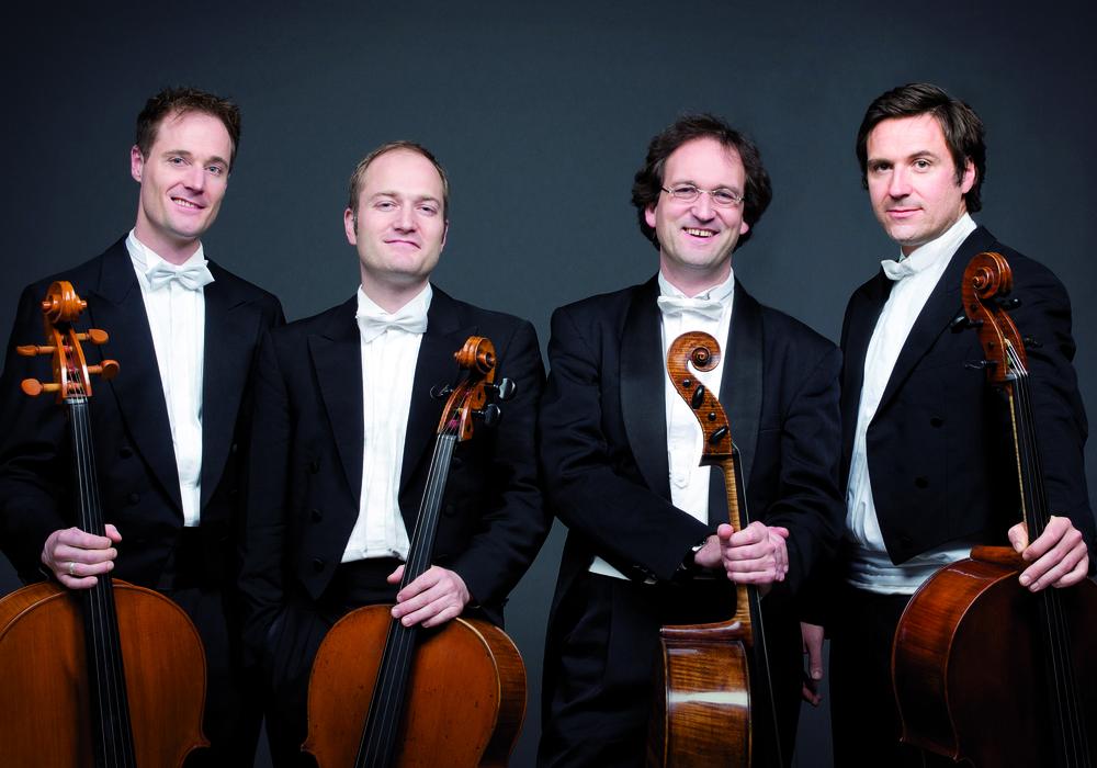 """Die vier Cellisten begeistern im Forum mit ihrem neuen Programm """"Scenes"""". Foto: Pressebild"""