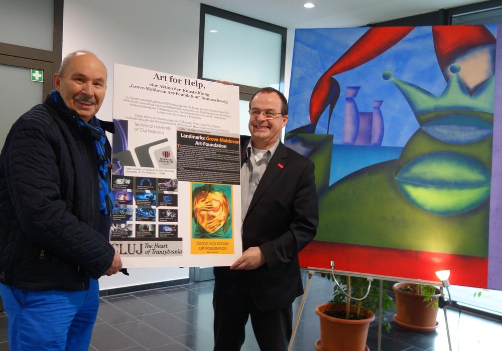 """Der Kurator Hans-Joachim Grove und BRICS-Sprecher Prof. Dr. Dieter Jahn wollen den Austausch zwischen den Partner-Universitäten mit dem Projekt """"Art for help"""" unterstützen. Foto: Weithe/TU Braunschweig."""
