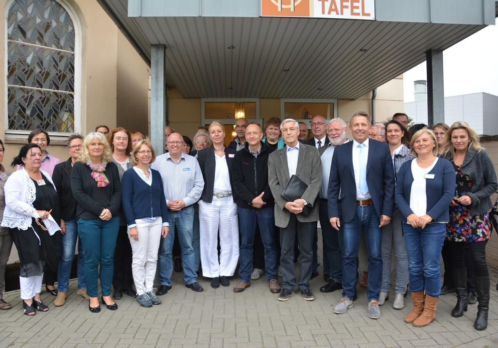Experten der Wohlfahrtsverbände trafen sich mit den sechs Bürgermeisterkandidaten. Fotos: Privat