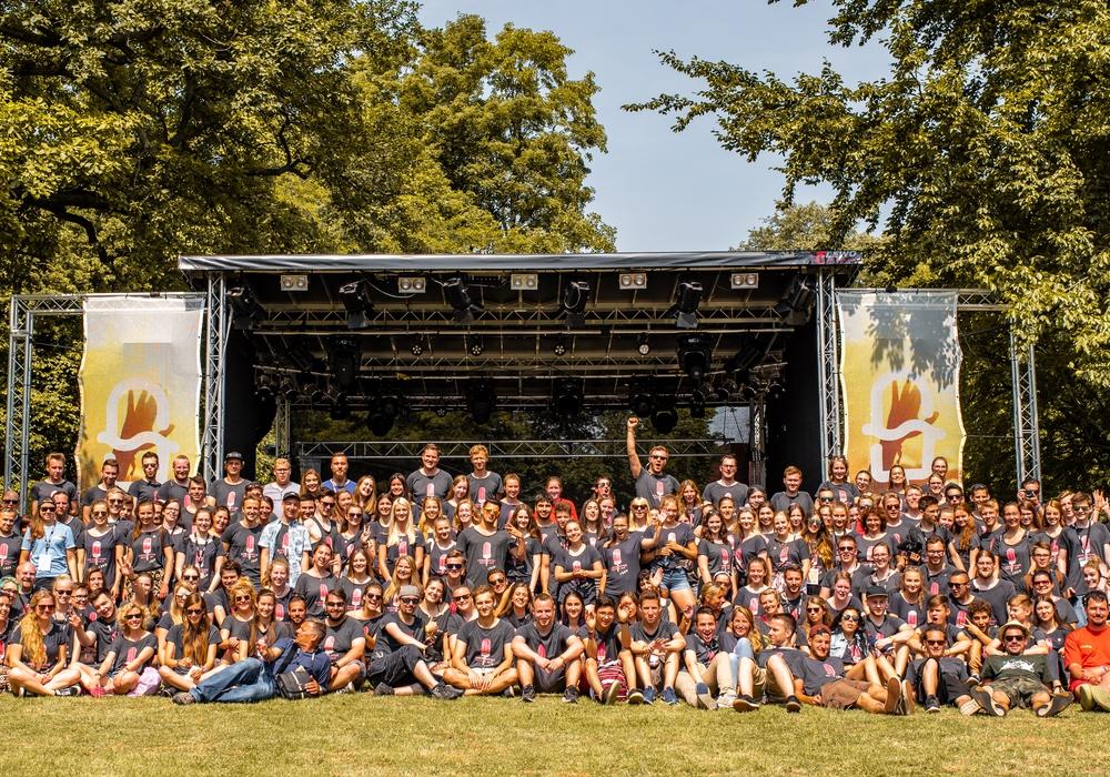 Die Veränder.Bar veranstaltet ihre fünfte Vernissage und freut sich, viele Bildkünstlerinnen und -künstler vom Summertime Festival begrüßen zu dürfen. Foto: Johannes Krull