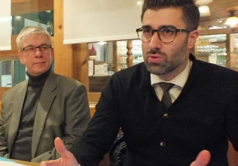 Die Referenten Wolfgang Schmidt und Sebastian Gutt sorgten für einen unterhaltsamen Abend. Foto: Achim Klaffehn