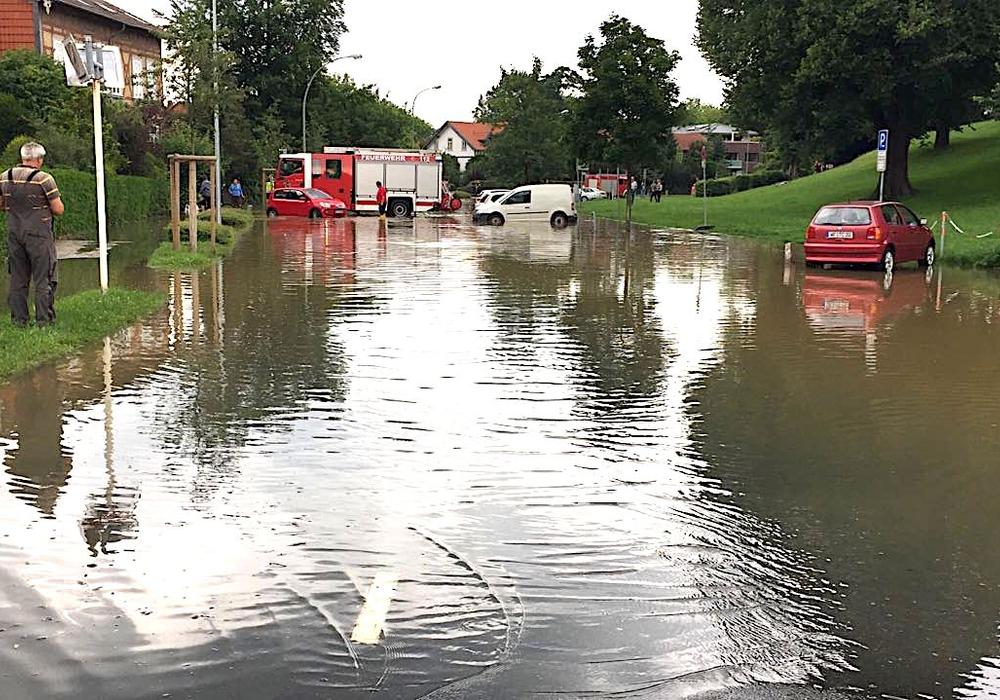 Besonders der überflutete Rosenwall lockte viele Bürger an. Foto: Anke Donner