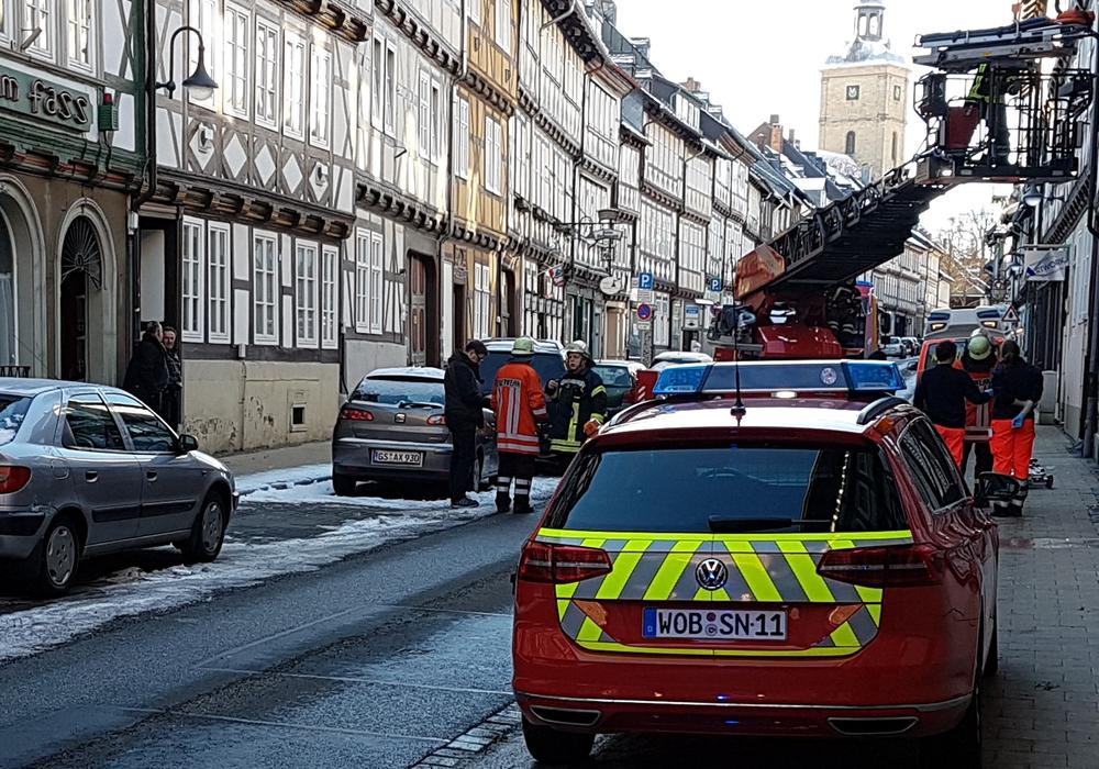 Für den Patiententransport wurde der Einsatz einer Drehleiter nötig. Foto: Feuerwehr Goslar