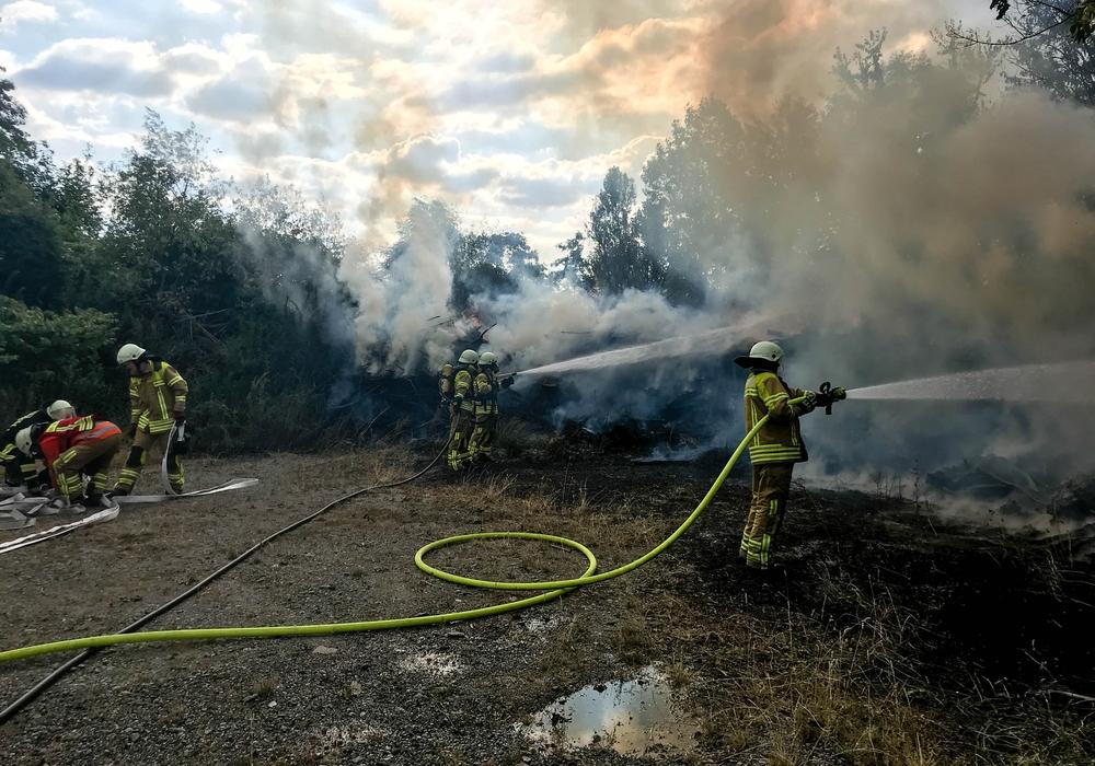 Am Sonntag kam es zu einem Großfeuer im Gut Radau. Fotos: Feuerwehr Stadt Bad Harzburg