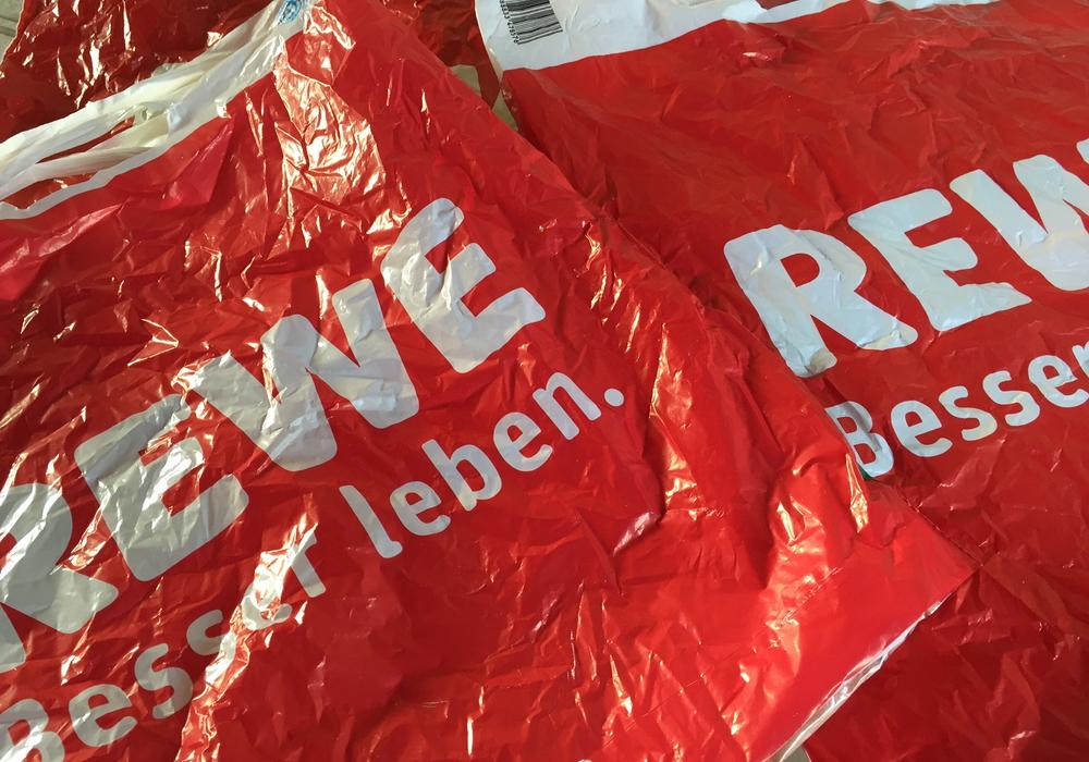 Sollten Plastiktüten verboten werden? Symbolfoto: Anke Donner