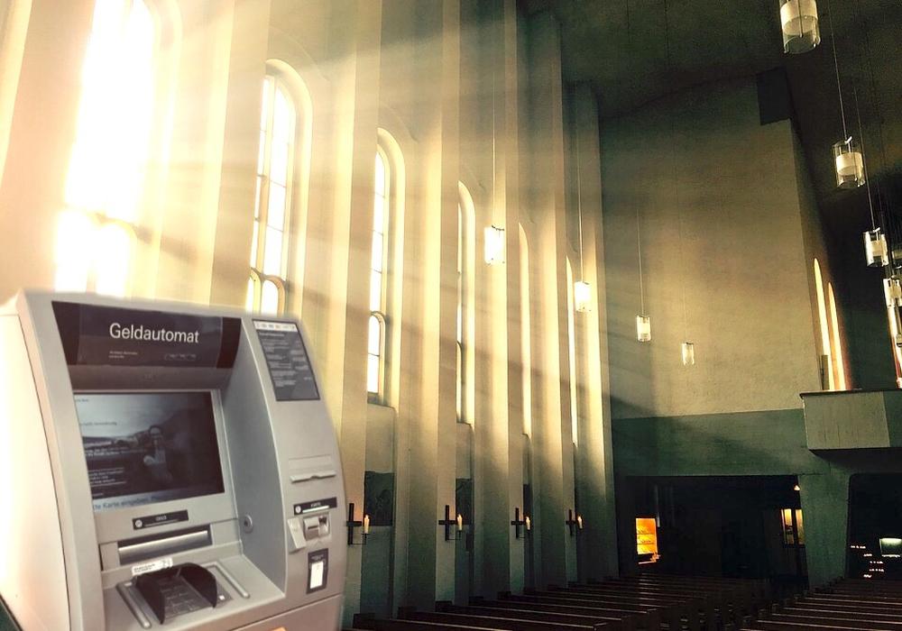 Trotz der Möglichkeit mit EC-Karte in der Kirche zu bezahlen: Geld abheben dürfte in naher Zukunft wohl keine Option sein. Symbolfoto: Nick Wenkel/Archiv/Pixabay