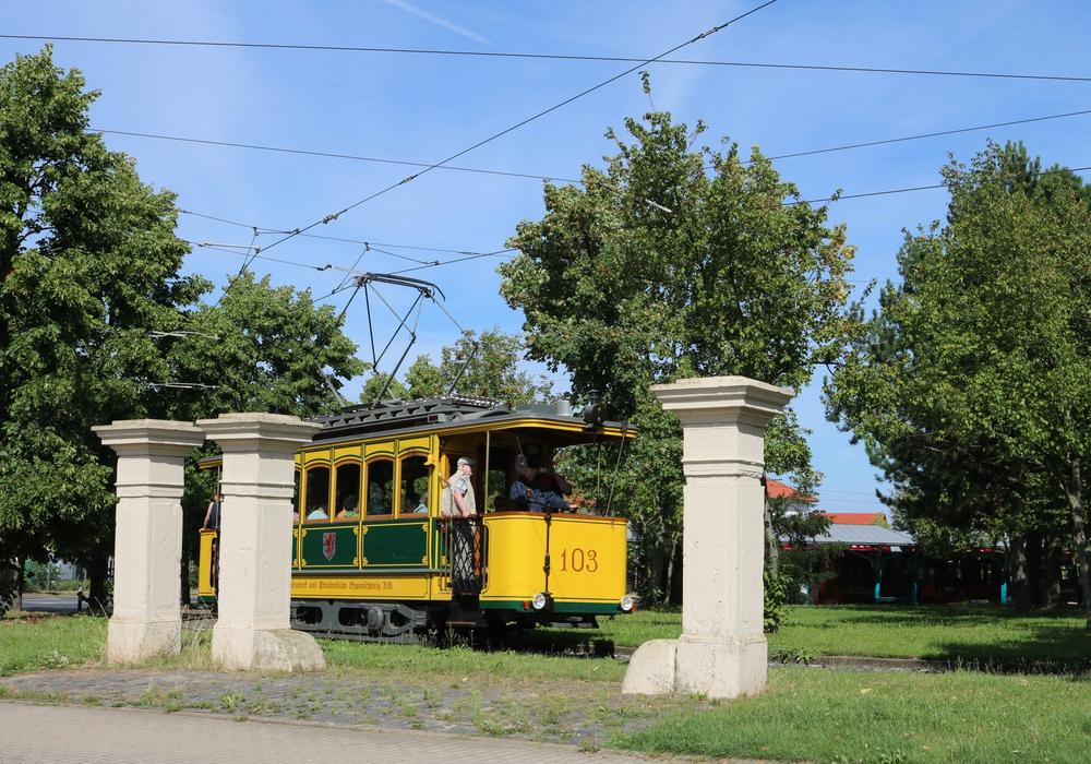 Ab Sonntag sind wieder Fahrten mit dem Straßenbahnoldtimer möglich. Foto: Jens Winnig