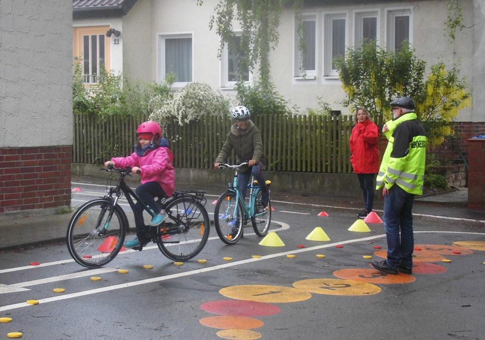 Die Kinder haben sich unter anderem auf die Fahrradprüfung vorbereitet. Foto: Verkehrswacht Wolfsburg e.V.