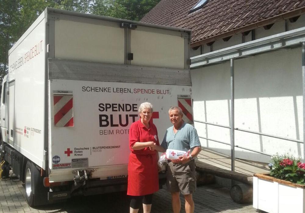 Dieter Scheffler feiert sein 50. Spendenjubiläum. Foto: DRK Wolfsburg-Mitte