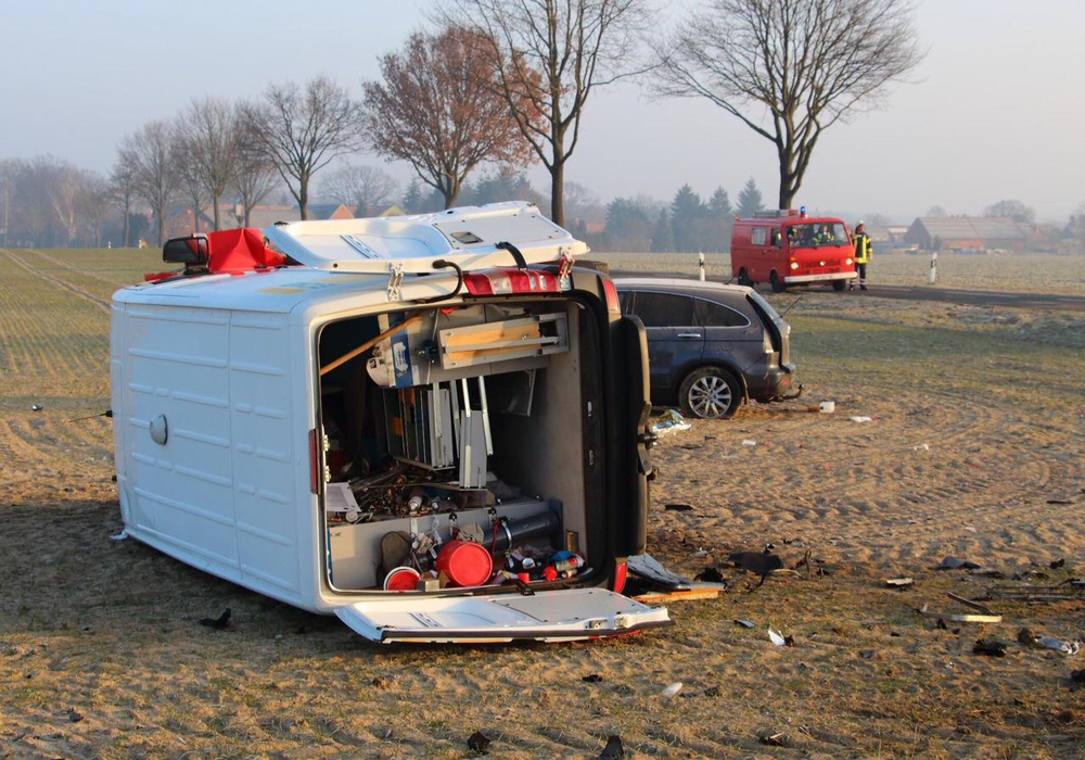 Bei Wittingen kam es zu einem Unfall mit Schwerletztem. Fotos: Hawellek/Kreispressestelle
