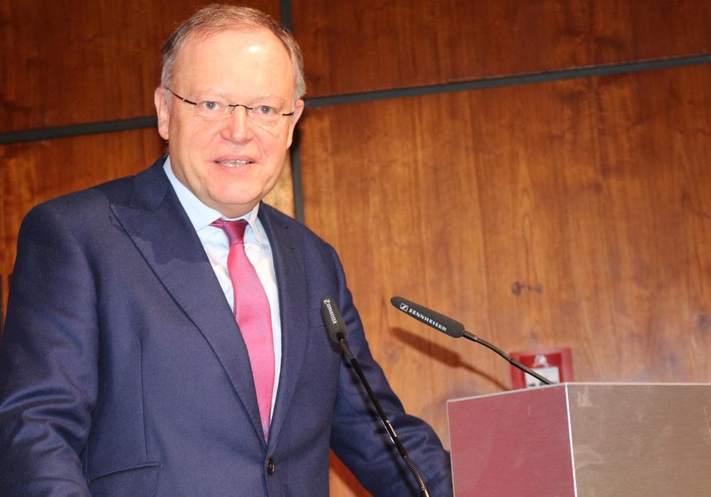 Ministerpräsident Stephan Weil bedankte sich bei den Vertreterinnen und Vertretern der Industrie- und Handelskammern für ihr Engagement. Symbolfoto: Anke Donner