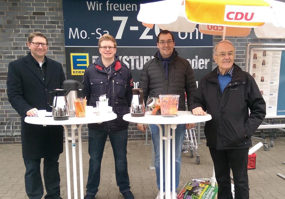 Von links: Marco Kelb (Bürgermeister), Justin Gronau (Vorstand), Andreas Kleindienst (Vorsitzender), Johann Seifert (stellv. Vorsitzender). Foto: Privat