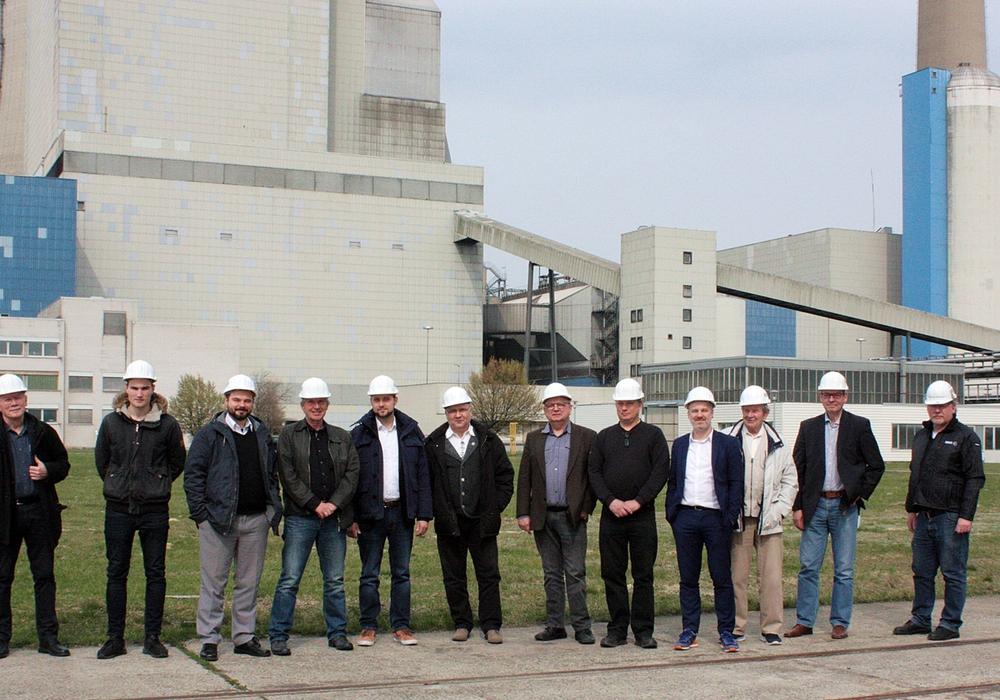 Haben einen Blick hinter die Kulissen geworfen: Die Teilnehmer des SPD-Arbeitskreises Wirtschaft mir Ihren Gästen. Foto: SPD Arbeitskreis