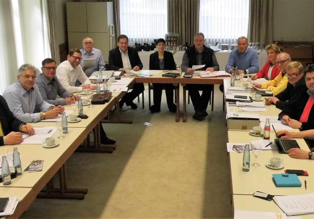 CDU-Kreisvorstand mit Sarah Grabenhorst-Quidde (Mitte) und Uwe Lagosky (links daneben) sowie Frank Oesterhelweg (rechts). Foto: CDU