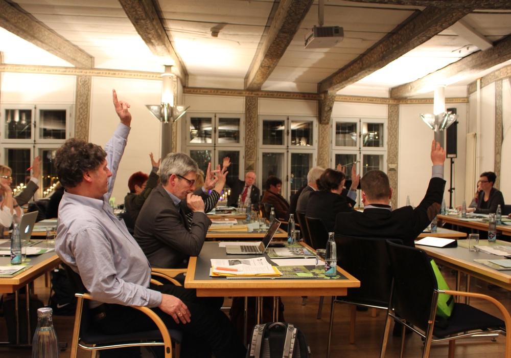 Der Rat muss erneut abstimmen. Symbolfoto: Alexander Dontscheff
