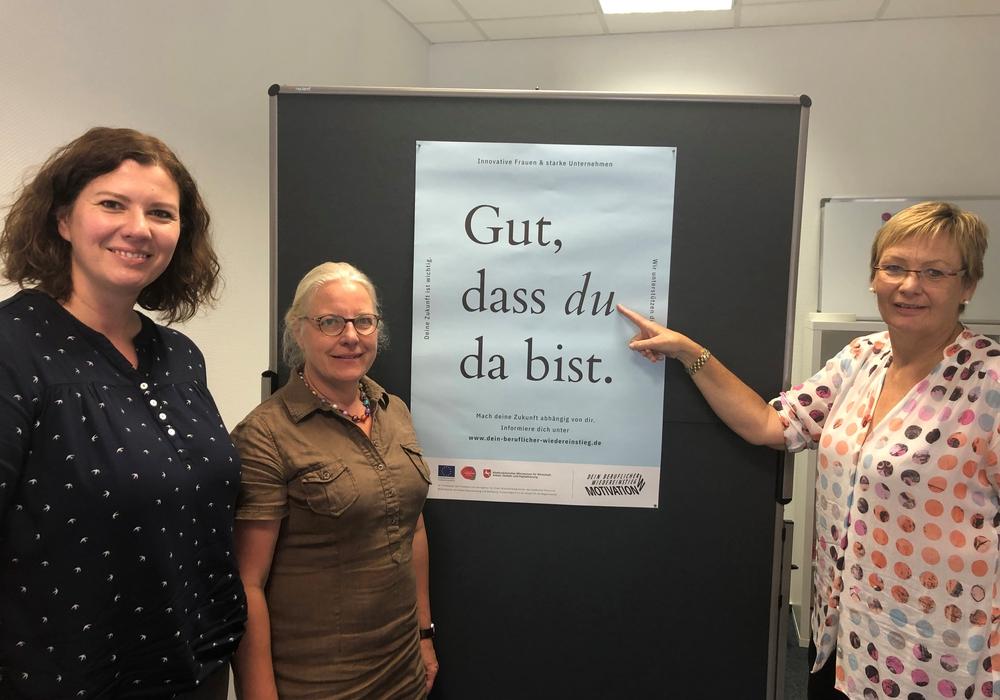 Von links: Lucie Prochazkova und Ulla Evers von der Ländliche Erwachsenenbildung (LEB) sowie Gleichstellungsbeauftragte Christine Gehrmann. Foto: Privat