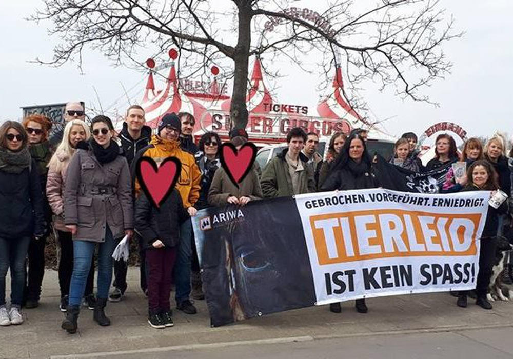 Wie die Ortsgruppe ARIWA Braunschweig mitteilte, fand eine Mahnwache gegen den Zirkus Charles Knie in Braunschweig statt. Foto: ARIWA Braunschweig