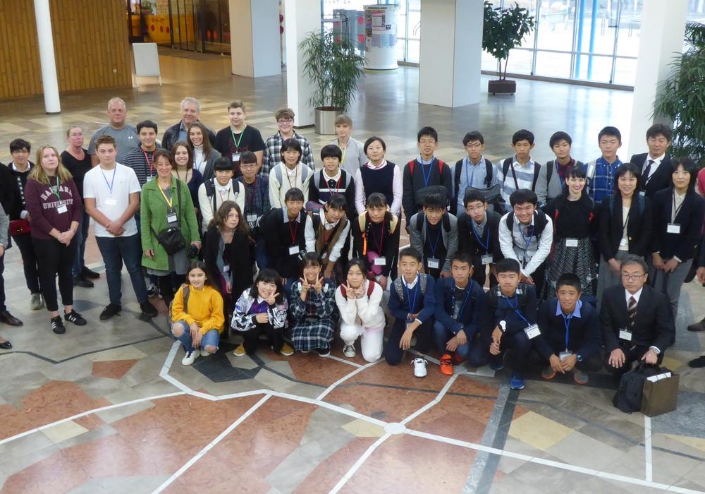 Die Schüler hatten einen weiten Weg nach Wolfsburg. Foto: Stadt Wolfsburg