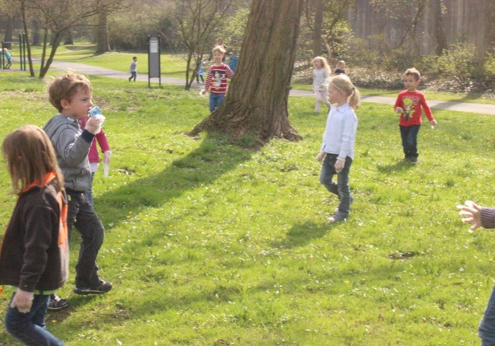 Am Freitag nahmen Kindergärten und Schulen am Stadtputz teil. Fotos: Anke Donner
