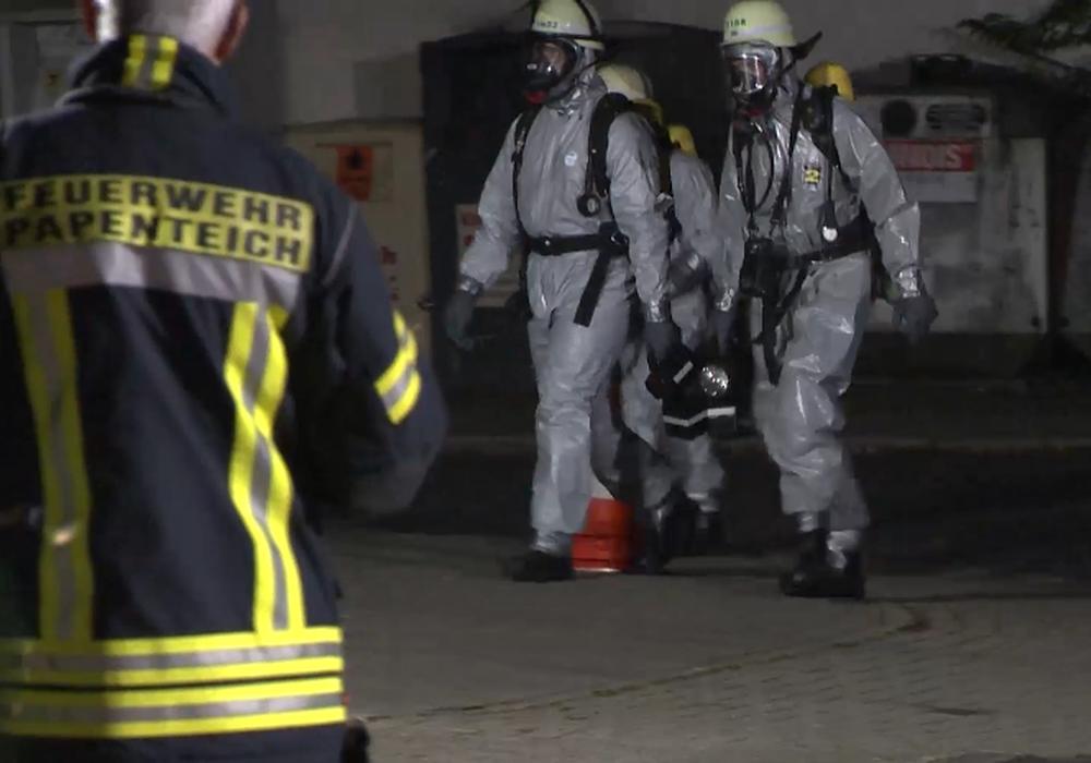 Mit äußerster Vorsicht mussten die Einsatzkräfte in die Wohnung des Mannes eindringen. Video/Foto: aktuell24(BM)