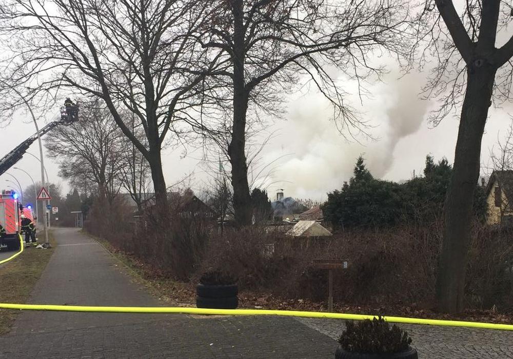 Brand in Gartenlaube im Kleingartenverein Westersiek. Fotos/Redakteur vor Ort: Bernd Dukiewitz