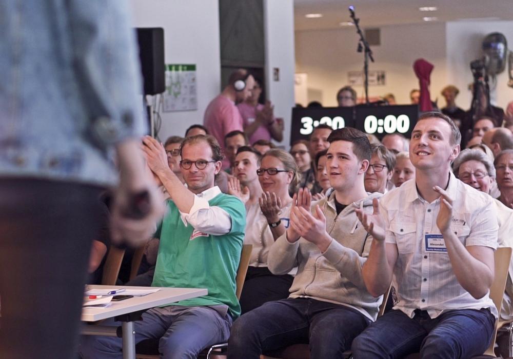 Beifall für die Startups, die sich während der 2. Braunschweiger Pitch Night von borek.digital mit ihren Geschäftsideen präsentierten. Foto: borek.digital