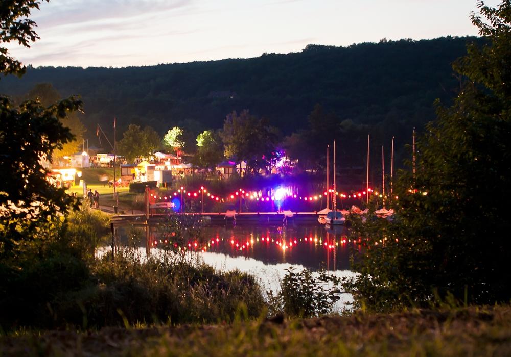 Abendstimmung beim Vienburger Seefest. Foto: GOSLAR marketing gmbh/Oliver Heine