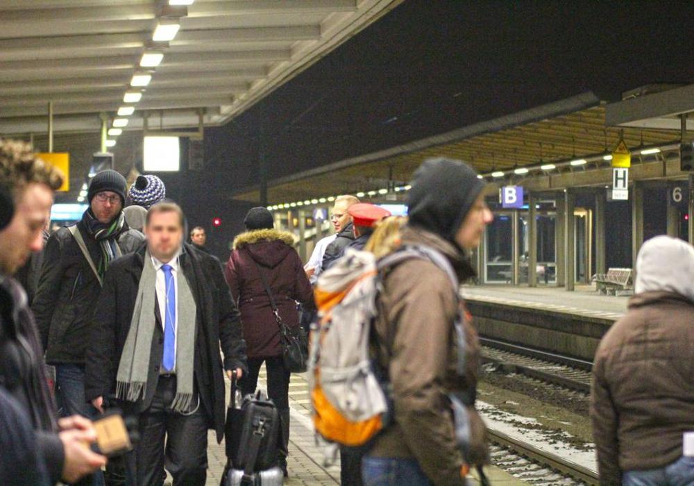 Die Polizeidirektion Hannover hat eine Generalverfügung für Bahnreisen am Derbysamstag ausgesprochen. Foto: Vollmer/Archiv
