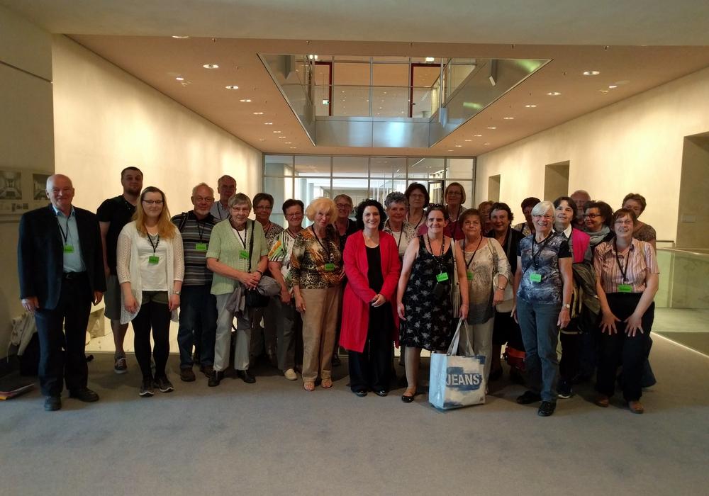 Zahlreiche Besucher im Bundestag. Foto: Privat