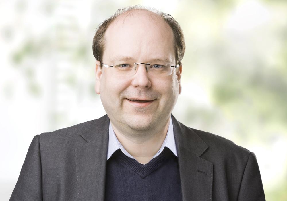 Der ehemalige niedersächsische Landwirtschaftsminister Christian Meyer referiert. Foto: Die Grünen