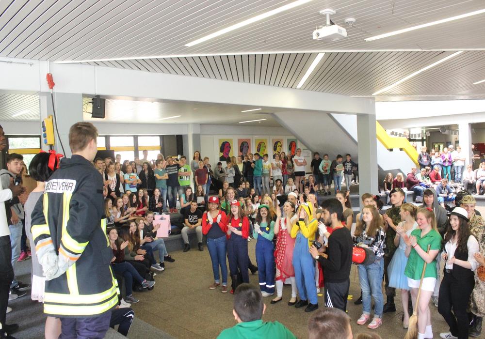 Richtig laut wurde es am Donnerstagvormittag in der Lessingrealschule. In der Aula fand, so kurz vor den großen Ferien, ein Contest statt. Foto: Anke Donner
