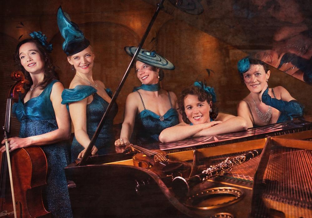 Die Dresdener Salon-Damen kommen in die Wandelhalle Bad Harzburg. Foto: Kur- Tourismus- und Wirtschaftsbetriebe