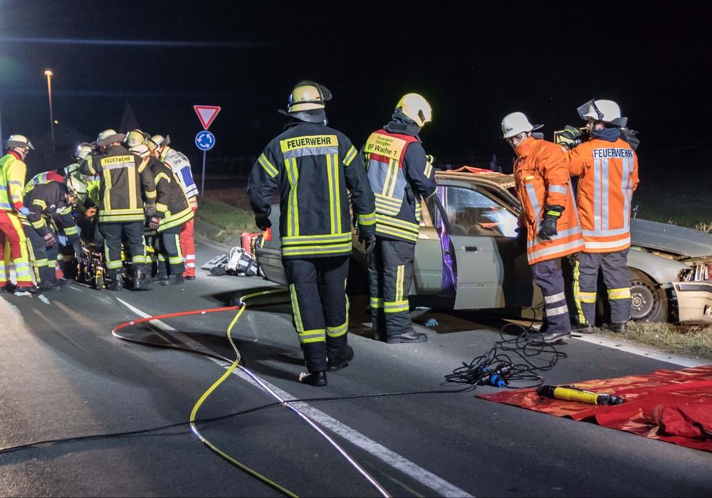 Mit Heizstrahlern versuchte die Feuerwehr gegen die Kälte anzukämpfen und den Wärmeerhalt des Verletzten zu gewährleisten.Fotos: Rudolf Karliczek
