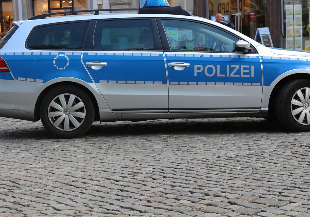 Polizei berichtet über Straßenschildbeschädigung. Symbolfoto: Robert Braumann