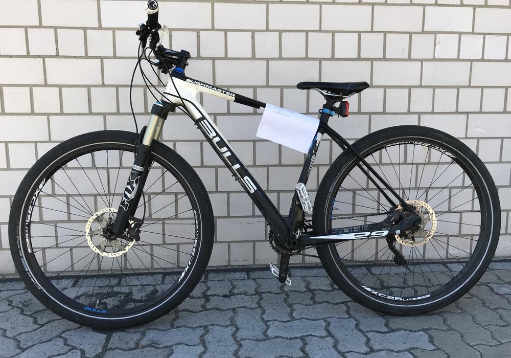 """Die Polizei sucht den Besitzer dieses gestohlenen Fahrrads der Marke """"Bulls"""". Foto: Polizei Goslar"""