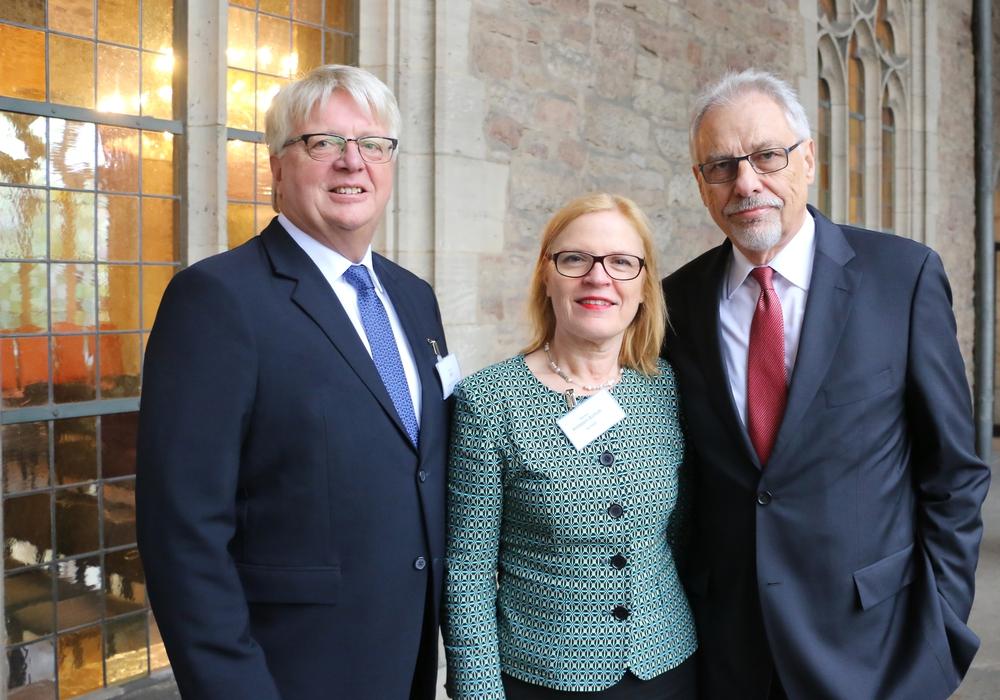 Gerald Witt, Bärbel Höltzen-Schoh und Harald Eitge. Foto: Agentur für Arbeit Braunschweig - Goslar