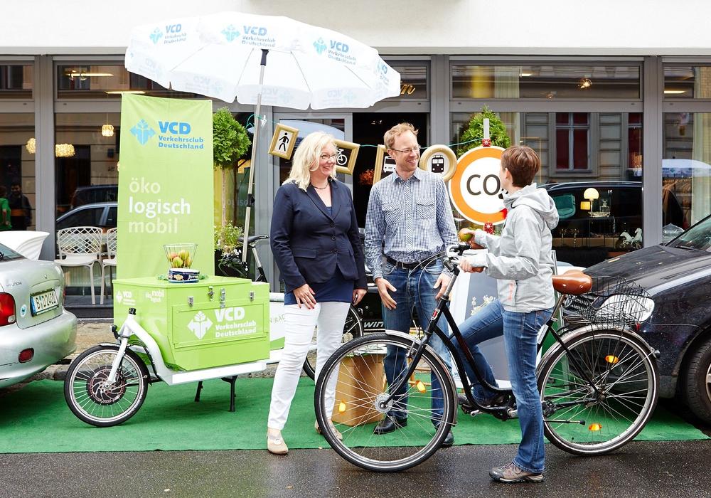 Ein Markenzeichen des VCD sind kreative Aktionen wie hier der Park(ing) Day in Berlin zur Rückeroberung der Straßen durch Fußgänger und Radfahrer. Foto: VCD / Markus Bachmann