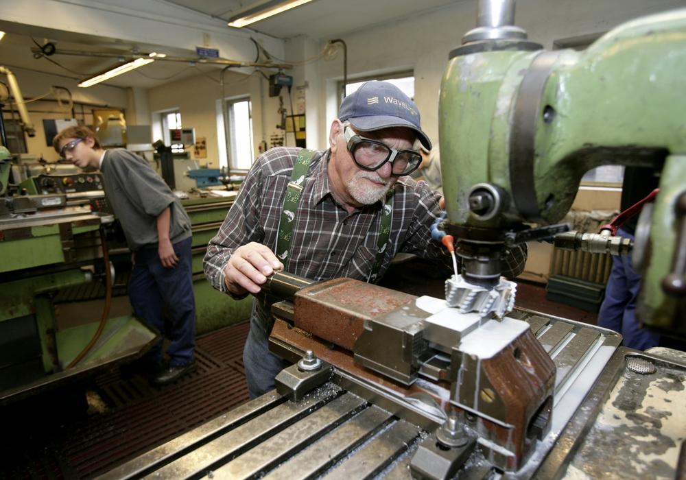 Die Anzahl älterer Arbeitnehmer steigt. Das macht ein stärkeres Engagement in der betrieblichen Gesundheitsförderung notwendig. Foto: pa Picture-Alliance